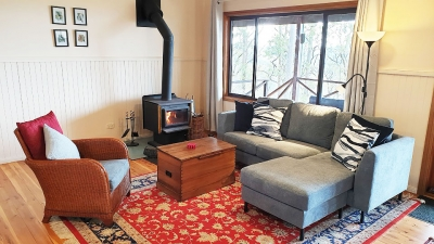 Cosy loungeroom with fireplace at Kangaloo